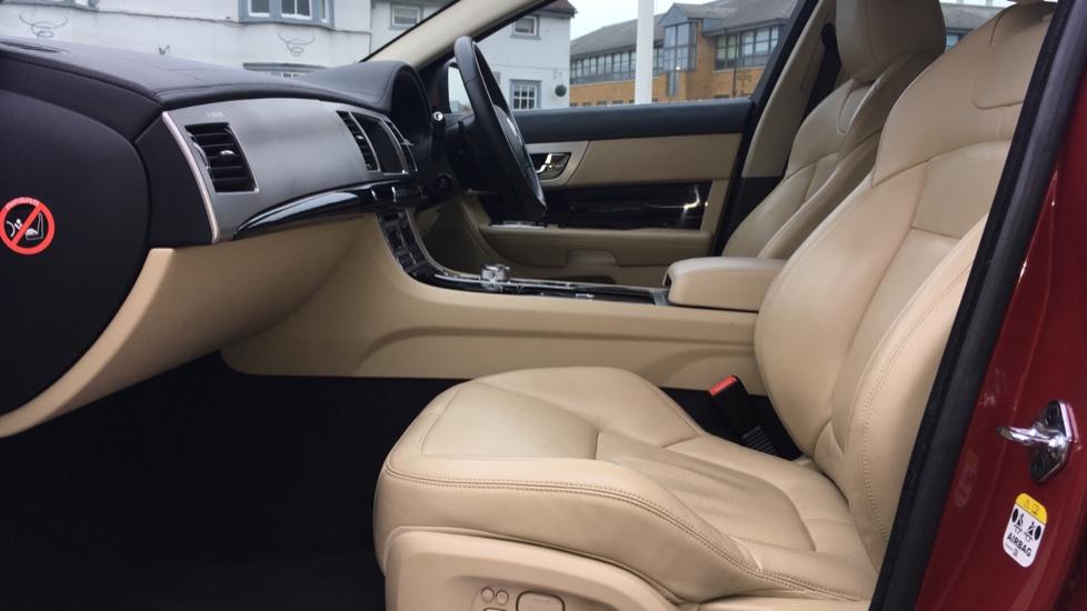 Jaguar XF 3.0d V6 S Premium Luxury [Start Stop] image 3