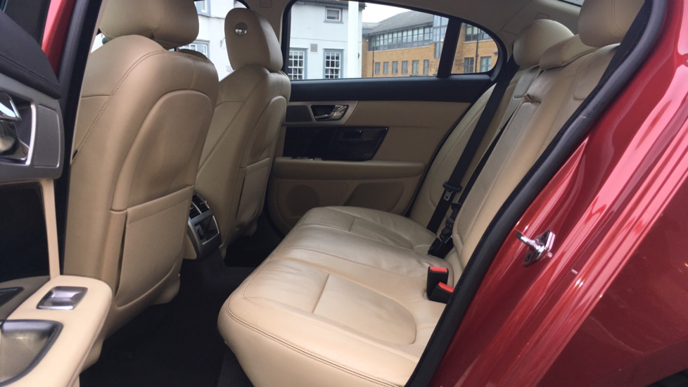 Jaguar XF 3.0d V6 S Premium Luxury [Start Stop] image 4
