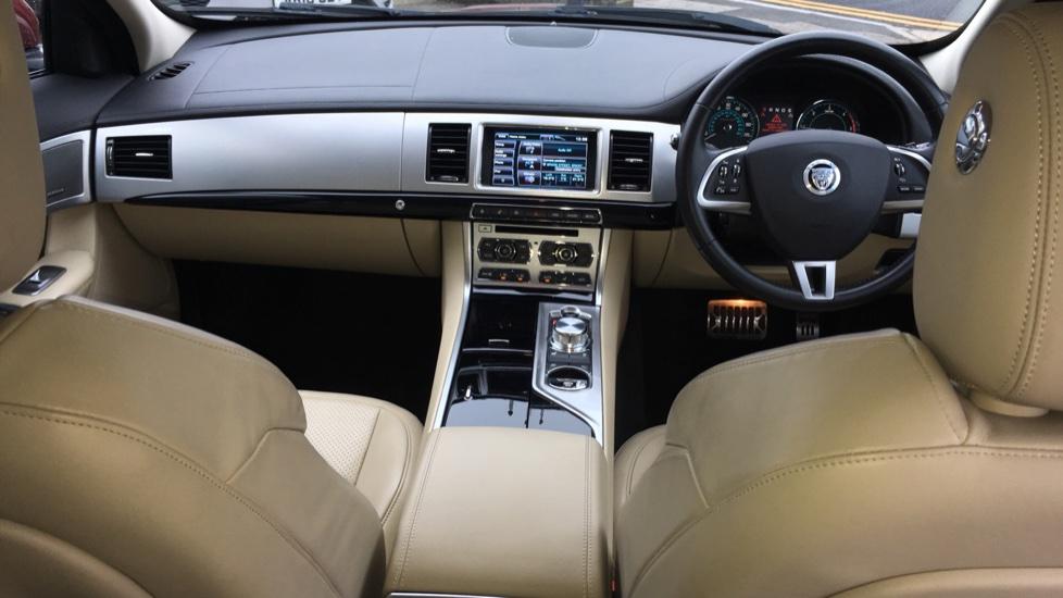 Jaguar XF 3.0d V6 S Premium Luxury [Start Stop] image 9