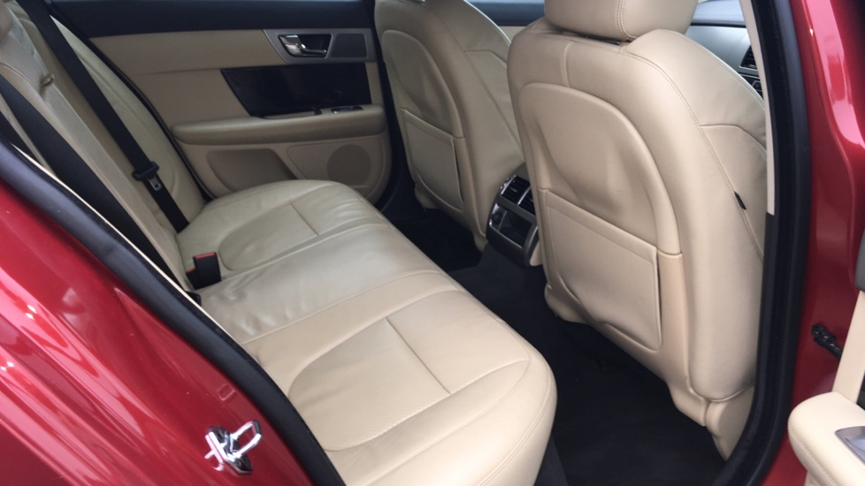 Jaguar XF 3.0d V6 S Premium Luxury [Start Stop] image 13