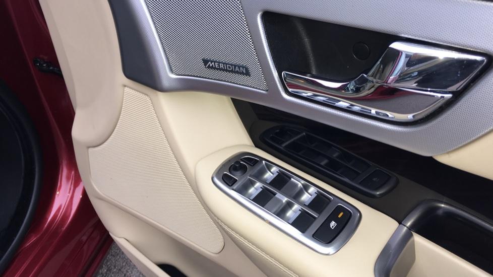 Jaguar XF 3.0d V6 S Premium Luxury [Start Stop] image 15