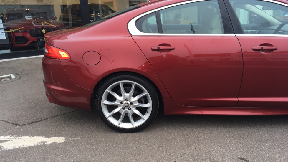 Jaguar XF 3.0d V6 S Premium Luxury [Start Stop] image 17