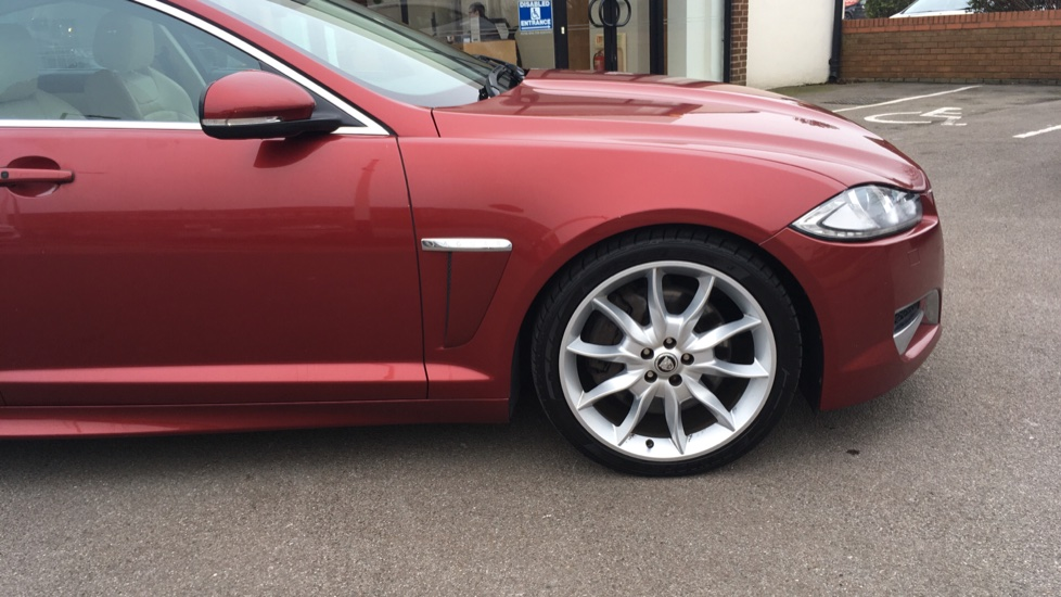 Jaguar XF 3.0d V6 S Premium Luxury [Start Stop] image 18