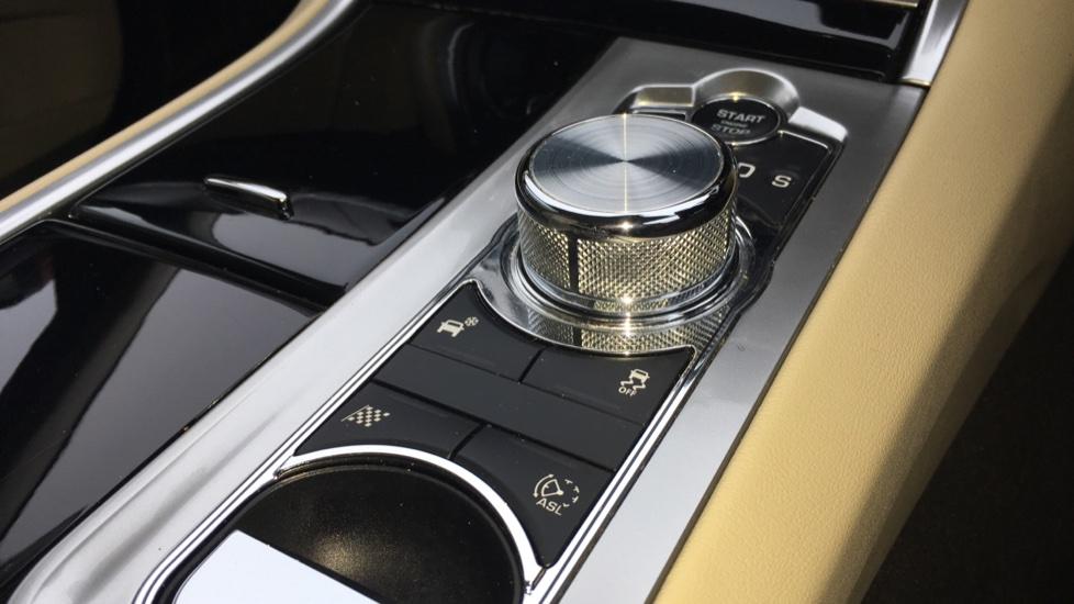 Jaguar XF 3.0d V6 S Premium Luxury [Start Stop] image 25
