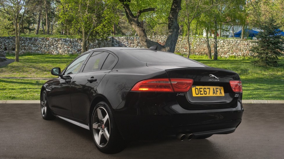 Jaguar XE 2.0d [180] R-Sport AWD Pan Roof and 19 inch Alloys. image 2