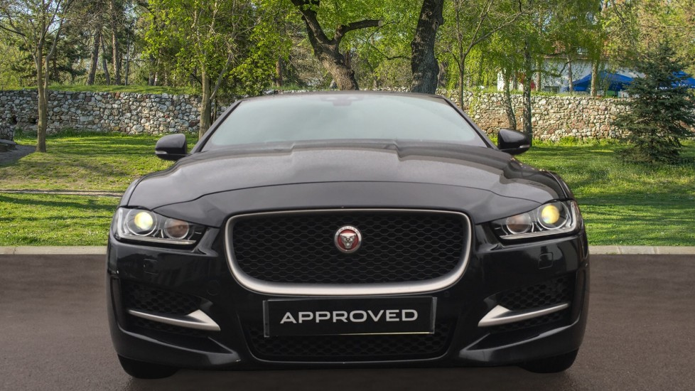 Jaguar XE 2.0d [180] R-Sport AWD Pan Roof and 19 inch Alloys. image 7
