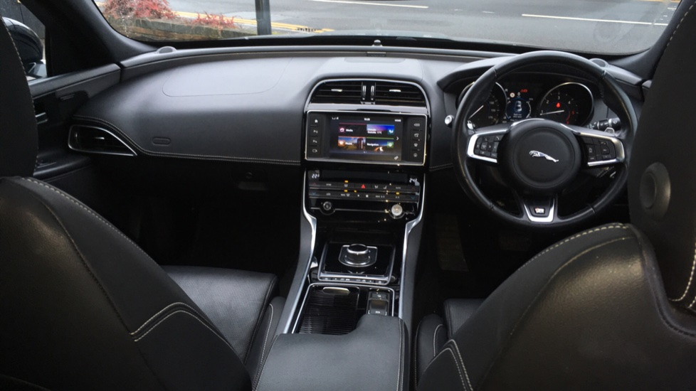 Jaguar XE 2.0d [180] R-Sport AWD Pan Roof and 19 inch Alloys. image 9