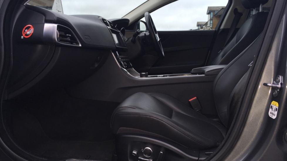 Jaguar XE 2.0d [180] Portfolio AWD Pan Roof image 3