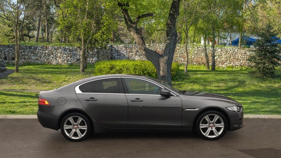 Jaguar XE 2.0d [180] Portfolio AWD Pan Roof image 5
