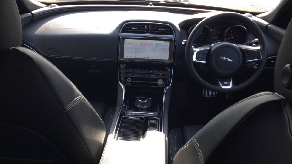 Jaguar XE 2.0 Ingenium R-Sport Low Miles 19 inch Black Alloys image 9