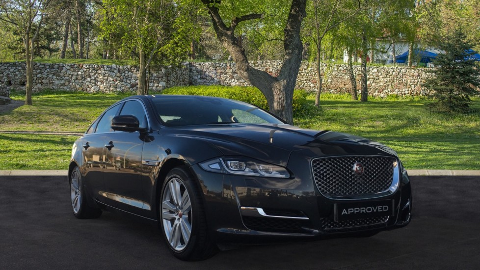 Jaguar XJ 3.0d V6 Premium Luxury Low Miles Diesel Automatic 4 door Saloon (2019)