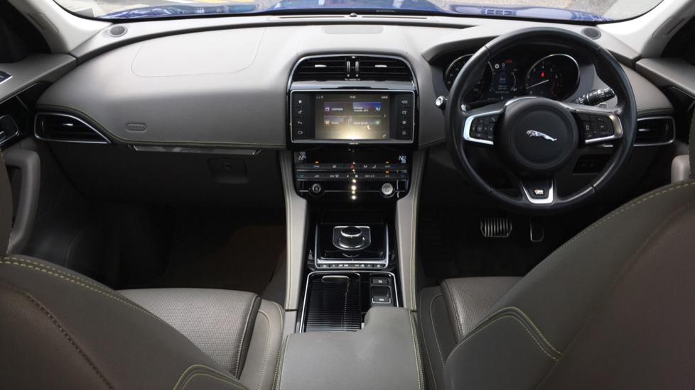 Jaguar F-PACE 2.0 R-Sport 5dr AWD image 9