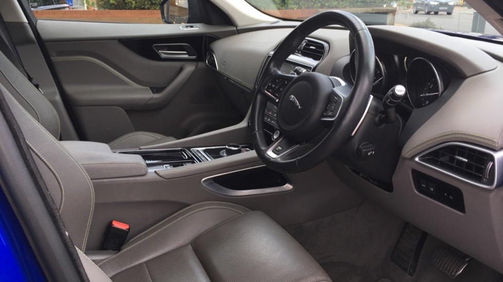 Jaguar F-PACE 2.0 R-Sport 5dr AWD image 10
