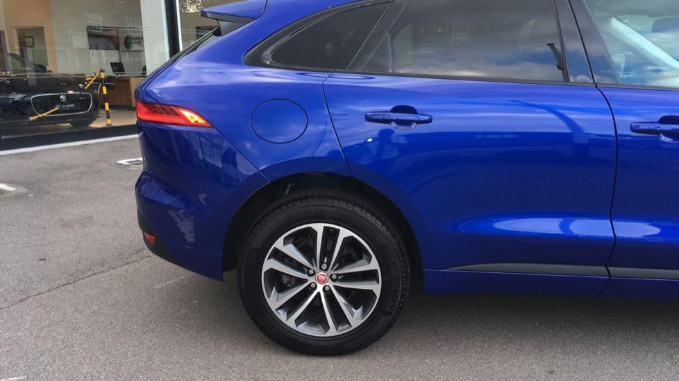 Jaguar F-PACE 2.0 R-Sport 5dr AWD image 13