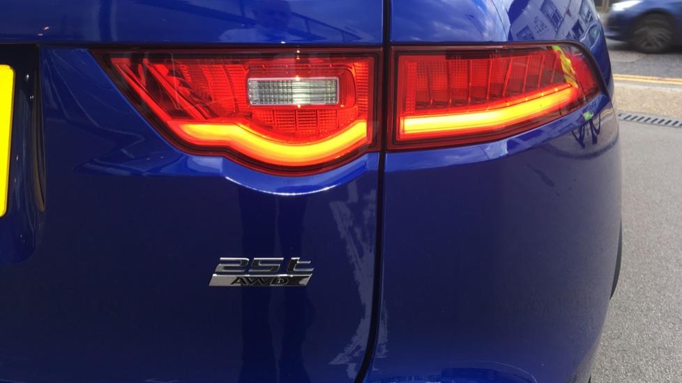 Jaguar F-PACE 2.0 R-Sport 5dr AWD image 17