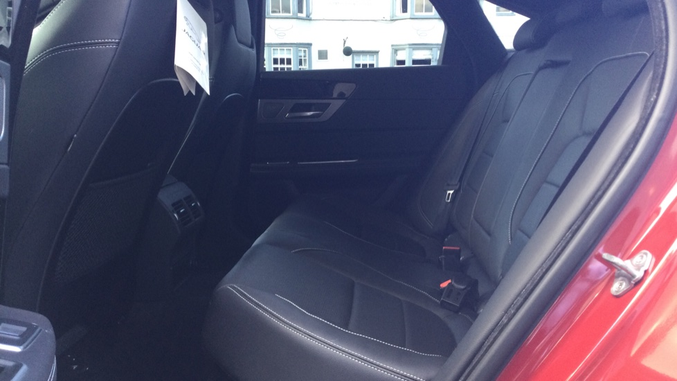 Jaguar XF 2.0d [180] R-Sport AWD - Privacy - Rear Camera -  image 4