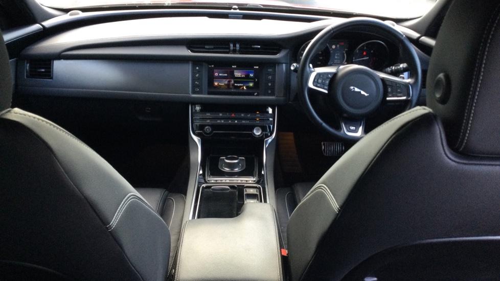 Jaguar XF 2.0d [180] R-Sport AWD - Privacy - Rear Camera -  image 9