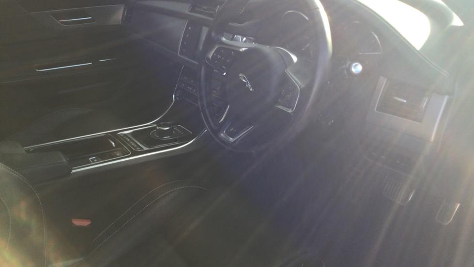 Jaguar XF 2.0d [180] R-Sport AWD - Privacy - Rear Camera -  image 10