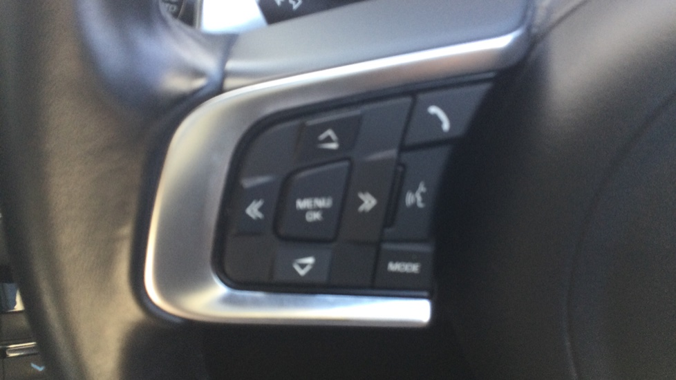 Jaguar XF 2.0d [180] R-Sport AWD - Privacy - Rear Camera -  image 11