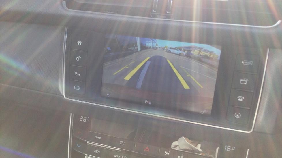 Jaguar XF 2.0d [180] R-Sport AWD - Privacy - Rear Camera -  image 14