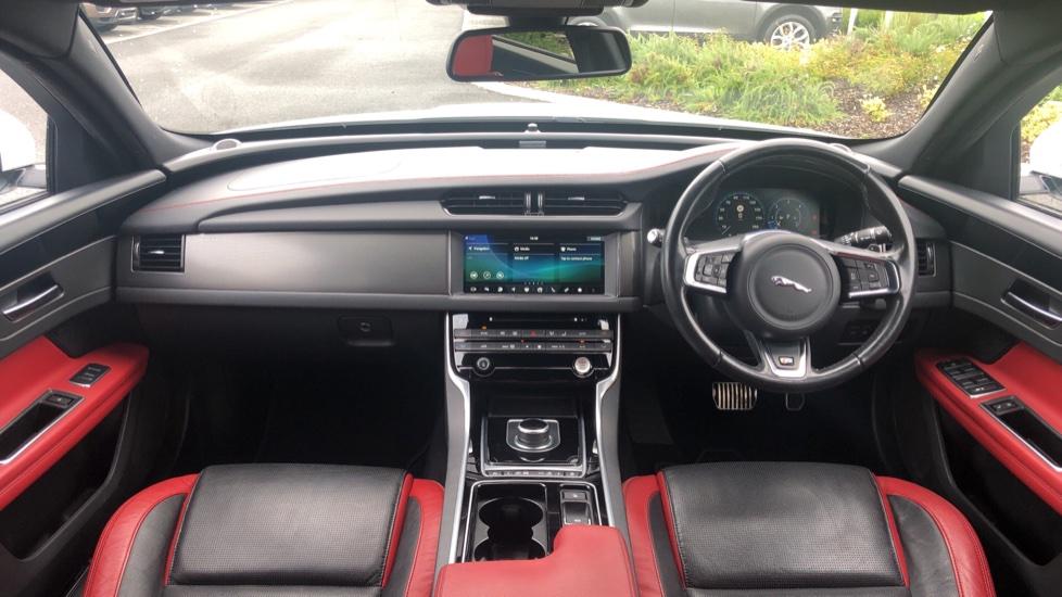 Jaguar XF 3.0d V6 S image 9