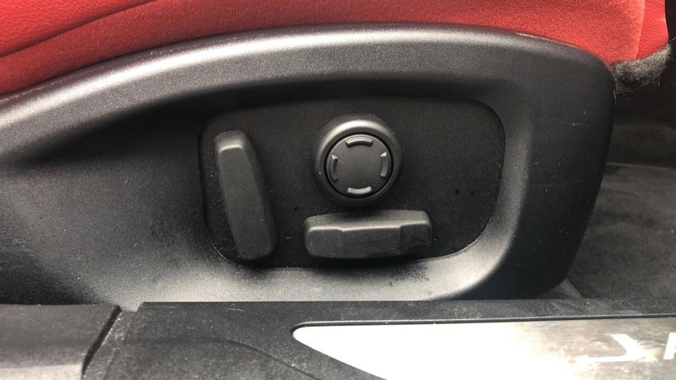 Jaguar XF 3.0d V6 S image 15