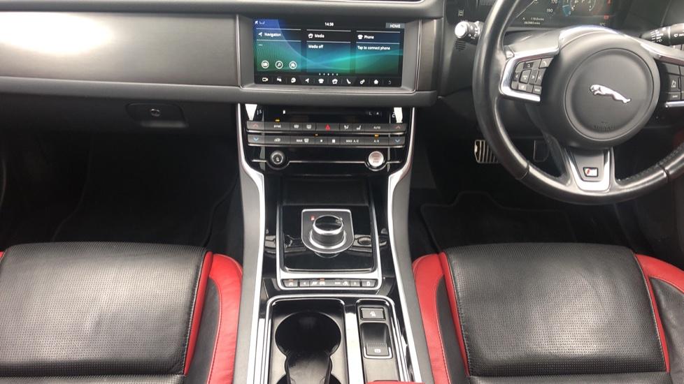 Jaguar XF 3.0d V6 S image 21