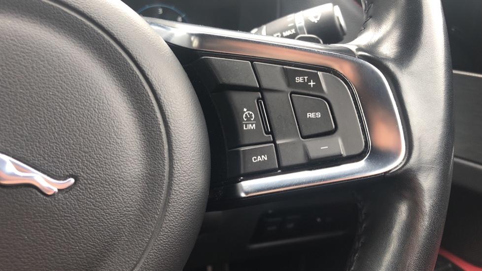 Jaguar XF 3.0d V6 S image 24
