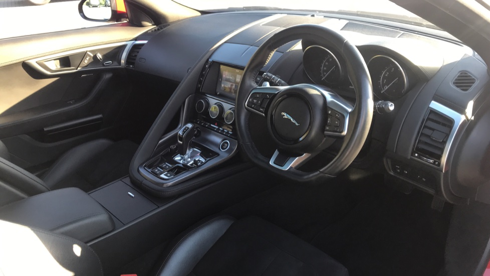 Jaguar F-TYPE 3.0 [380] Supercharged V6 R-Dynamic AWD with Panoramic Roof and 20 inch alloys image 9
