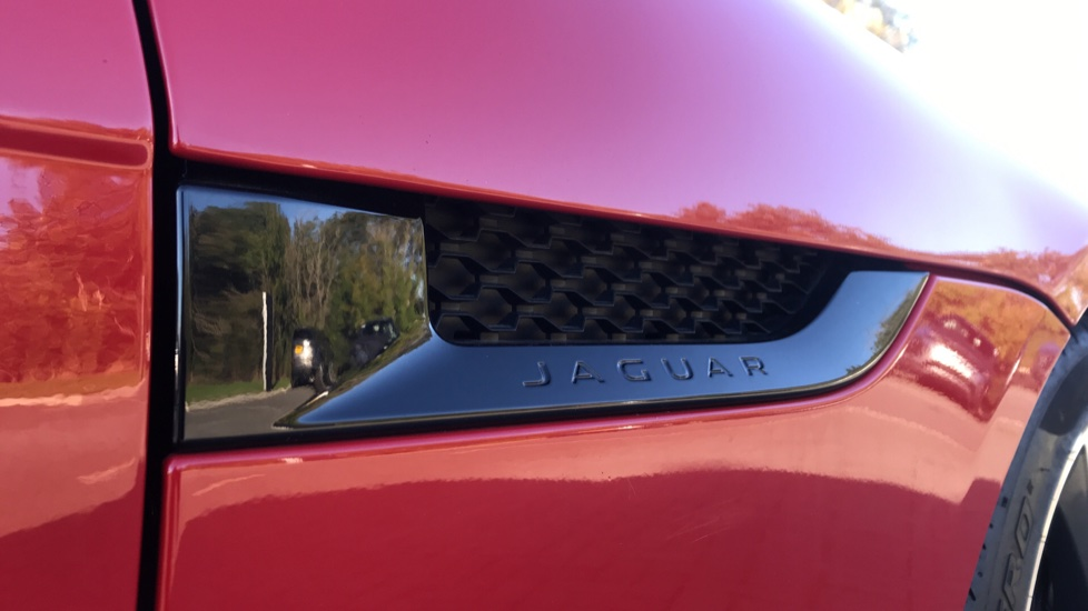 Jaguar F-TYPE 3.0 [380] Supercharged V6 R-Dynamic AWD with Panoramic Roof and 20 inch alloys image 25