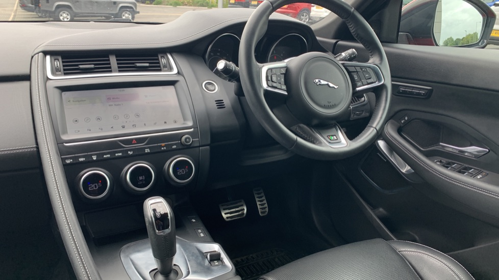 Jaguar E-PACE 2.0d 180 R-Dynamic SE Front and Rear Parking aid and Rear camera image 10