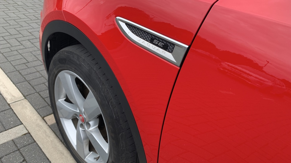 Jaguar E-PACE 2.0d 180 R-Dynamic SE Front and Rear Parking aid and Rear camera image 11
