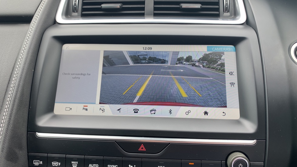 Jaguar E-PACE 2.0d 180 R-Dynamic SE Front and Rear Parking aid and Rear camera image 12