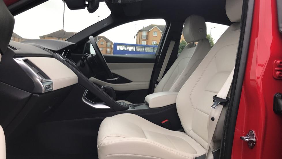 Jaguar E-PACE 2.0d [180] R-Dynamic SE with Rear camera, Meridian Sound System image 3