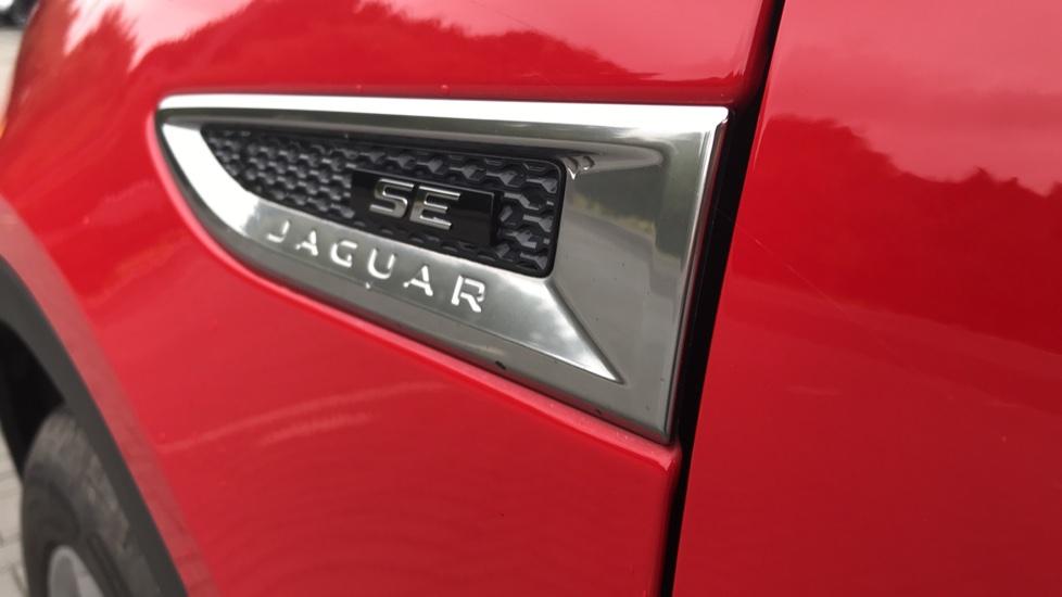 Jaguar E-PACE 2.0d [180] R-Dynamic SE with Rear camera, Meridian Sound System image 13