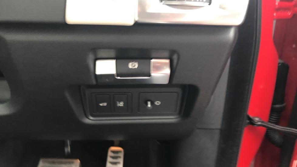 Jaguar E-PACE 2.0d [180] R-Dynamic SE with Rear camera, Meridian Sound System image 15