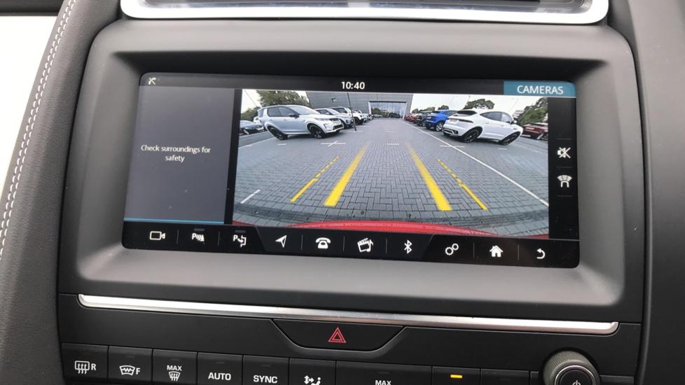 Jaguar E-PACE 2.0d [180] R-Dynamic SE with Rear camera, Meridian Sound System image 16