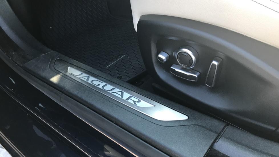 Jaguar XF 3.0d V6 S image 10