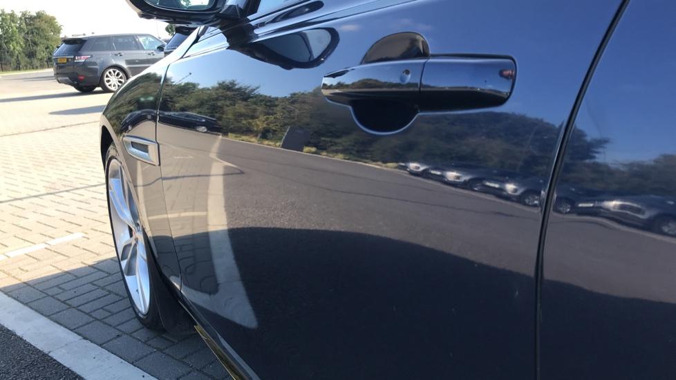 Jaguar XF 3.0d V6 S image 11