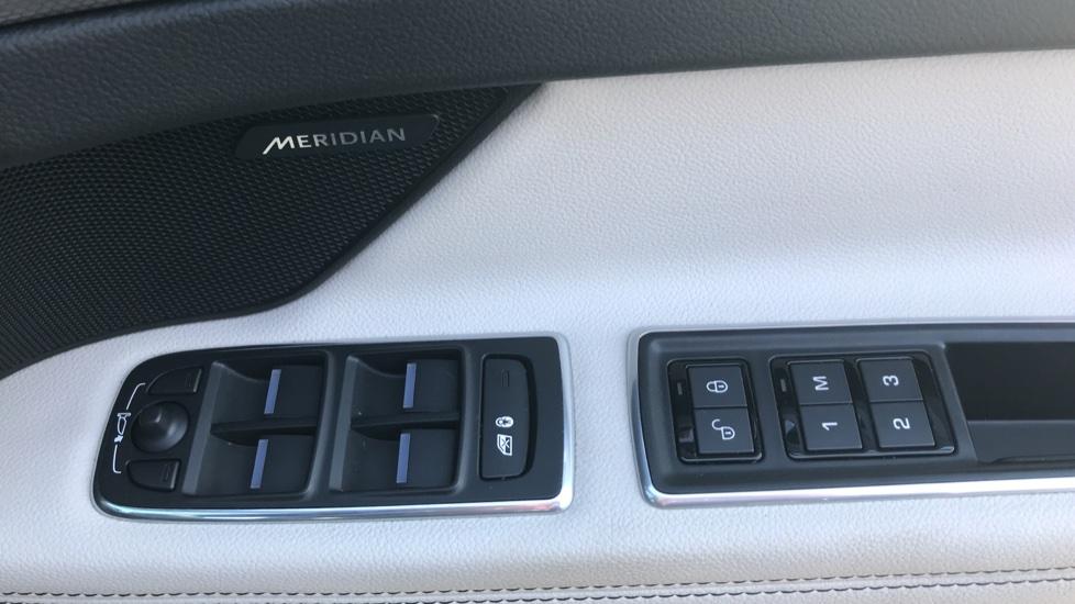 Jaguar XF 3.0d V6 S image 13