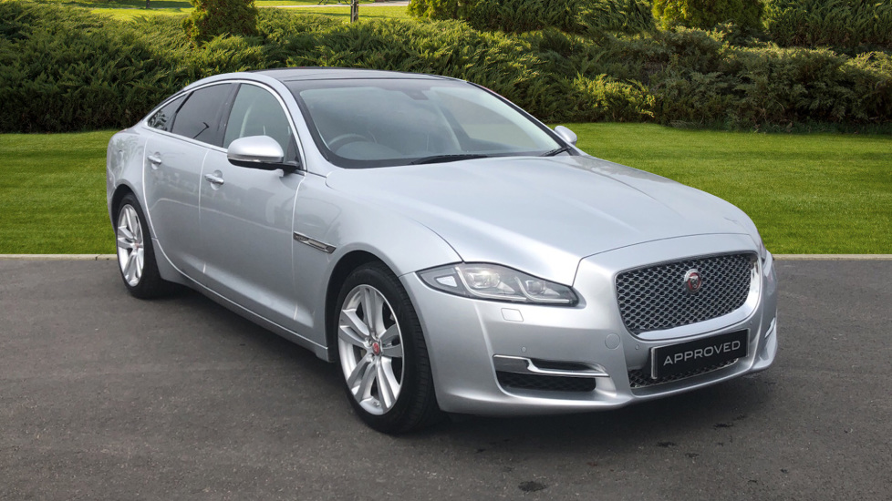 Jaguar XJ 3.0d V6 Premium Luxury Diesel Automatic 4 door Saloon (2016) image