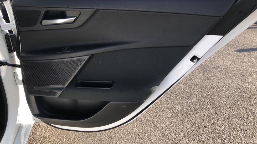 Jaguar XE 2.0 Ingenium SE image 18