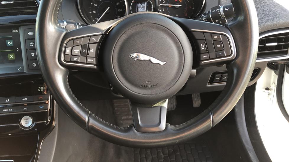 Jaguar XE 2.0 Ingenium SE image 21