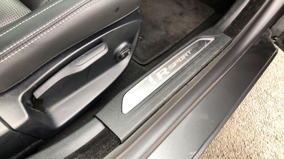 Jaguar XE 2.0d [180] R-Sport image 21