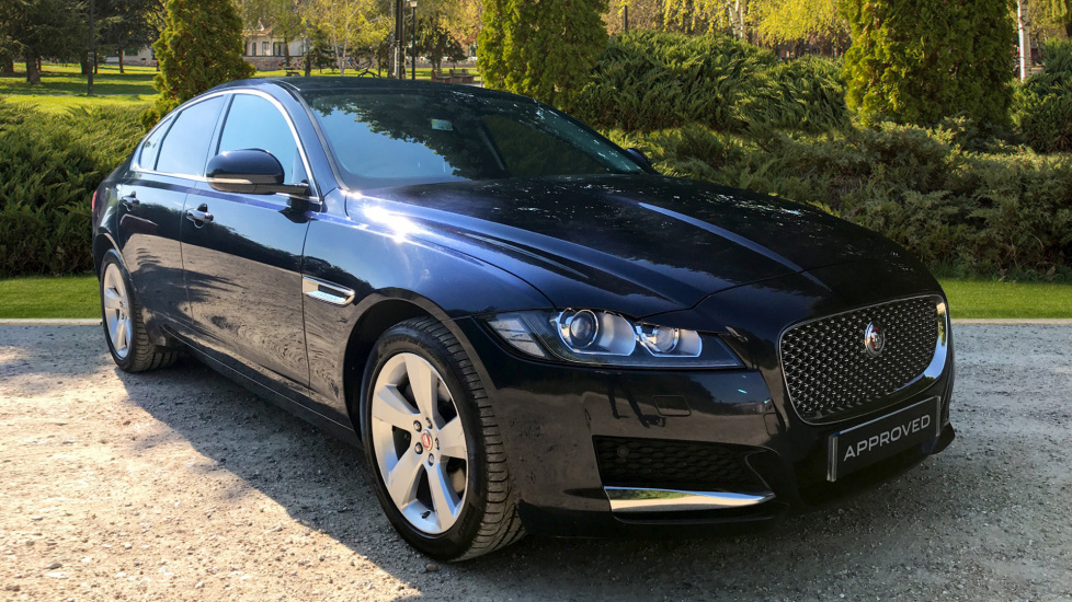Superior Jaguar XF 2.0d [180] Portfolio Diesel Automatic 4 Door Saloon (2016)