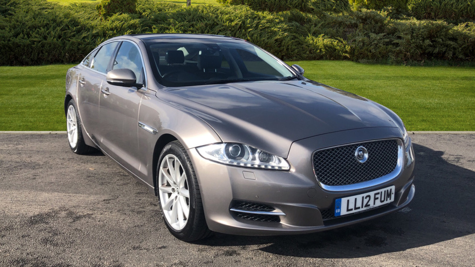 Jaguar XJ 3.0d V6 Luxury Diesel Automatic 4 door Saloon (2012)