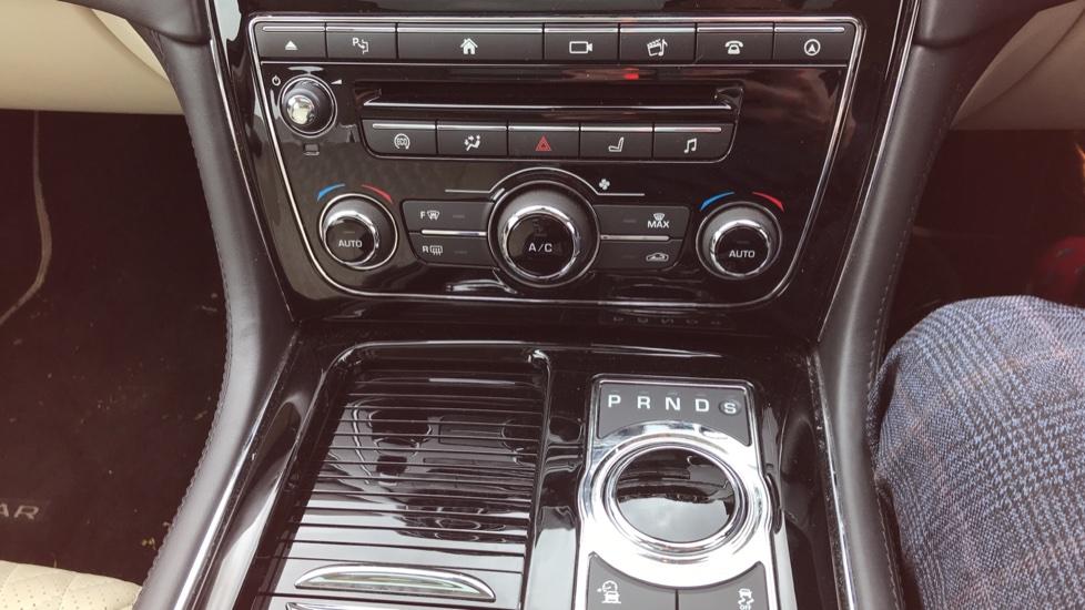 Jaguar XJ 3.0d V6 Portfolio image 12
