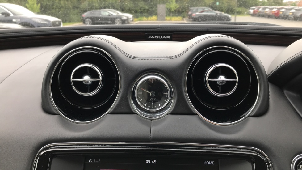 Jaguar XJ 3.0d V6 Portfolio image 13