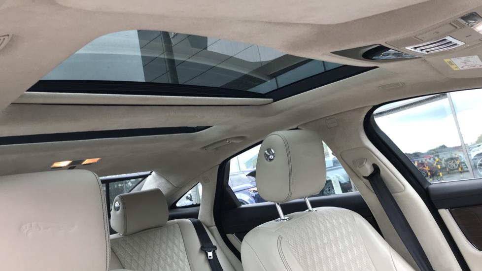 Jaguar XJ 3.0d V6 Portfolio image 16