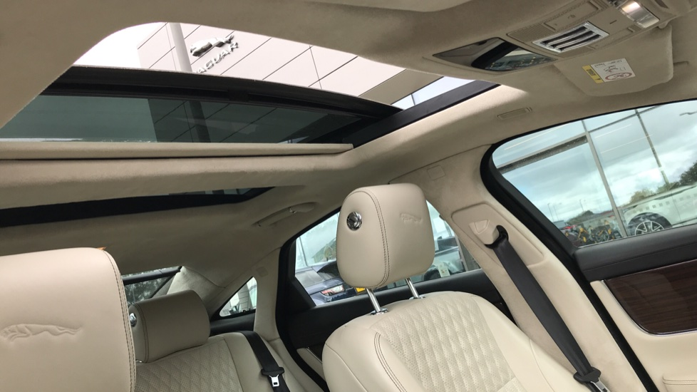 Jaguar XJ 3.0d V6 Portfolio image 17